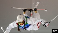 Россиянка Екатерина Столярова выступает на Олимпиаде в Ванкувере в могуле