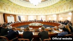 Armenia -- A session of a Armenian-Russian intergovernmental commission, Yerevan, 26 June, 2015