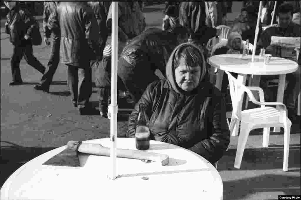 Фотограф и искусствовед Александр Ляпин вспоминает, что окружение фотографа не понимало, зачем он снимает «никакое ничто», ведь среди запечатленных моментов повседневной жизни позднего СССР не отыскать ничего особенного, а только безысходность и печаль