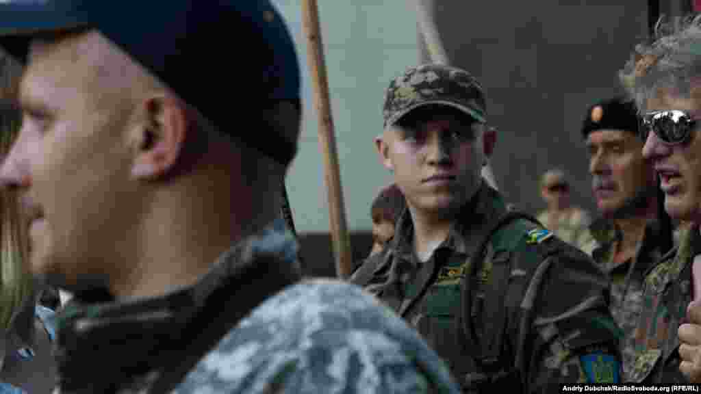 Бійці одного з добровольчих батальйонів під час маршу