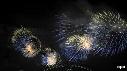 دهها هزار نفر از مردم سیدنی آتش بازی در «هاربر بريج» را تماشا کردند.