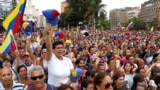 جمعیت گستردهای از مردم ونزوئلا هفته گذشته در اعتراض به ادامه زمامداری نیکلاس مادورو تظاهرات کردند و مشروعیت ریاستجمهوری او را زیر سوال بردند.