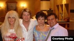 Російський співак Микола Басков (другий зліва) виконає для ювіляра пісню «Вишел в стєпь донєцкую парєнь молодой»