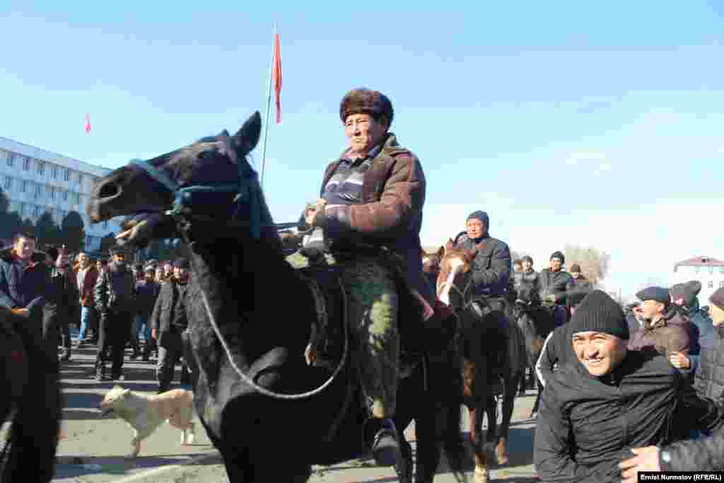 Several dozen protesters arrived on horseback to voice support for Myrzakmatov.