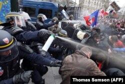 Protest anti-gay în centrul Parisului, 24 martie 2013