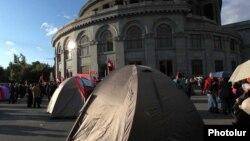 Палаточный лагерь оппозиции на площади Свободы в Ереване (архив)
