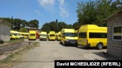 მწყობრიდან გამოსული მიკროავტობუსები. 25 ივნისი