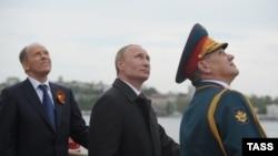 Predsednik Rusije Vladimir Putin, ministar obrane Sergei Shoigu i šef službe bezbednosti Rusije Aleksandr Bortnikov u Sevastopolu, na Krimu