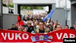 Акция протеста в хорватстком Вуковаре против использования кириллицы в написании вывесок, 3 сентября 2013 года.