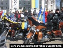 Байкери домовляються збирати допомогу армії. Київ, весна 2014 року