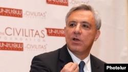 Бывший министр иностранных дел Армении, председатель совета фонда «Сивилитас» Вардан Осканян