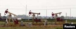 Здабыча нафты ў вёсцы Ка́параўка Рэчыцкага раёну