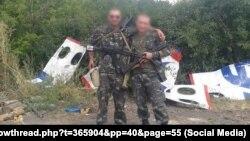 Фото боевиков российских гибридных сил и обломков сбитого «Боинга» из социальных сетей