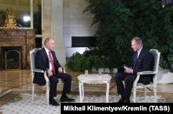 Владимир Путин дает интервью австрийскому журналисту Армину Вольфу (ORF)