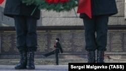 Сталин, дети и оружие: «День защитника Отечества» в Крыму и Севастополе (фотогалерея)