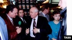 Марк Дейч берёт интервью у Михаила Горбачёва (1995 г.)