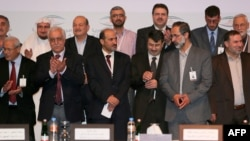 مشاركون في إجتماع للإئتلاف السوري المعارض في قطر