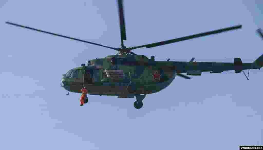 Кыргыз армиясынын аскер аба күчтөрүнө акыркы жылдары жакшы көңүл бурулууда. Авиа техника жетишсиз, бирок ушул багытта аскердик кызматташуунун күчү менен авиапаркты толуктоо иштери улантылып жатканы айтылууда.