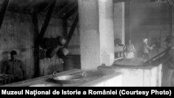 Bucătărie din timpul Primului Război Mondial; sursa: Expoziția Marele Război, 1914-1918, Muzeul Național de Istorie a României