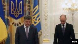 Украина президенті Петр Порошенко мен премьер-министрі Арсений Яценюк. (Көрнекі сурет)