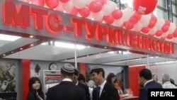 """Стенд """"МТС-Туркменистан"""" на международной выставке в Ашхабаде (архивное фото)"""