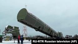 Noua rachetă intercontinentală Sarmat din Rusia, prezentată într-o locație nedivulgată din Rusia - martie 2018