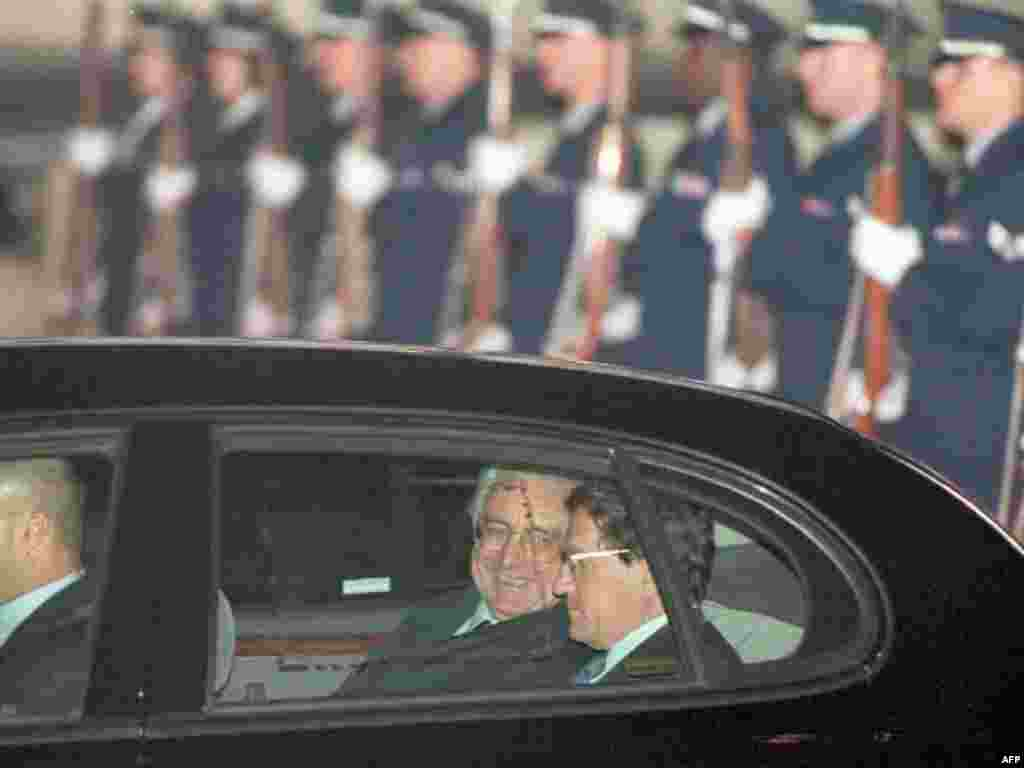 Croatian President Franjo Tudjman and U.S. Assistant Secretary of State Richard Holbrooke talk inside their limousine after Tudjman's arrival at Wright-Patterson Air Force Base on October 31, 1995, to attend the Balkan peace talks.