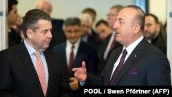 وزیرخارجه آلمان (چپ) روز شنبه در شهر گوسلر از همتای ترکیهای خود استقبال کرد.