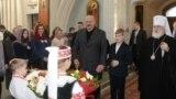 Прэзыдэнт Беларусі Аляксандар Лукашэнка з сынам Мікалаем у царкве, архіўнае фота