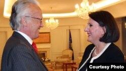 Presidentja e Kosovës Atifete Jahjaga takon ish të dërguarin e OKB-së për statusin, Albert Rohan