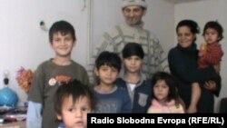 Сиромашното семејство на Џеваир Бајрами од Дебар.