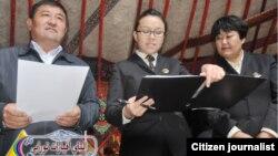 Гиннестер рекордына енді деп хабарланған Алтай шайына сертификат тапсыру сәті. Сурет Алтай аймақтық әкімдігінің ресми сайтынан алынды
