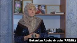 Мать Алишера Саипова.