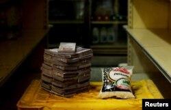 Кіляграм рысу ў Вэнэсуэле каштуе 2,5 млн балівараў або 38 амэрыканскіх цэнтаў.