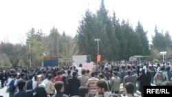 تظاهرات دانشجویان دانشگاه شیراز. عکس از (RFE/RL).