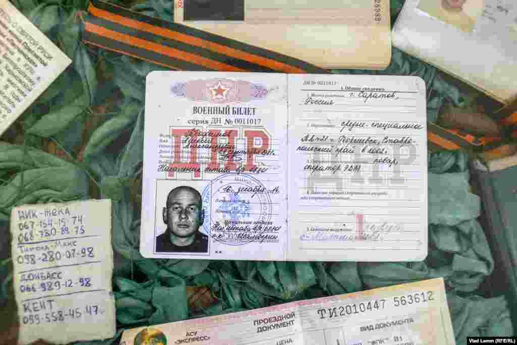 Паспорти росіян які загинули під Донецьким аеропортом