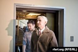 Профессор Валентин Данилов выходит из тюрьмы. Красноярский край, 24 ноября 2012 года.