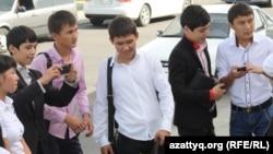 Жастар форумына қатысушылар. Алматы, 25 қыркүйек 2013 жыл. (Көрнекі сурет)