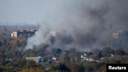 Дим після обстрілу території біля Донецького аеропорту, 9 жовтня 2014 року