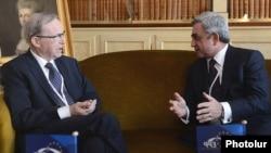 Встреча Вильфрида Мартенса (слева) и Сержа Саргсяна в Брюсселе, 14 марта 2013 г.