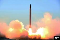 После этого иранского испытания баллистической ракеты в 2015 году сенаторы США предложили Бараку Обаме никогда не снимать санкции с Ирана.