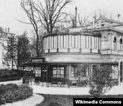 Ныне снесенное здание театра Bouffes-Parisiens, впоследствии Théâtre des Folies-Marigny.