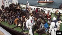 Spašeni migranti na italijanskom brodu, 15. april 2015