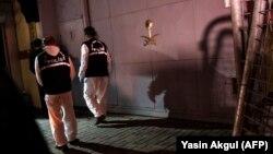 Турецкие полицейские у здания саудовского консульства в Стамбуле, 18 октября 2018 года