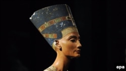 The bust of Queen Nefertiti