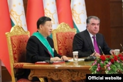 Chinese President Xi Jinping (left) and Tajik President Emomali Rahmon in Dushanbe in June 2019. China has built up a small but growing security presence in Tajikistan.