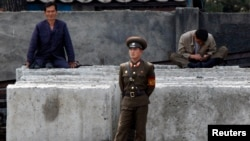 Жители Северной Кореи на границе с Китаем. Иллюстративное фото.
