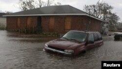 Затопленные дом и машина. Луизиана, 30 августа 2012 года.