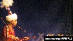 Айтыскер ақын Айнұр Тұрсынбаева. Алматы, 21 наурыз 2010 жыл.