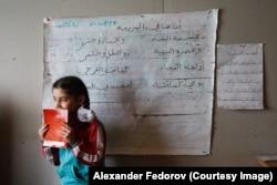 Сирийская девочка в школе для беженцев в Ногинске